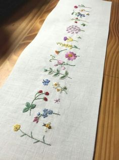 Wonderful Ribbon Embroidery Flowers by Hand Ideas. Enchanting Ribbon Embroidery Flowers by Hand Ideas. Embroidery Needles, Hand Embroidery Stitches, Silk Ribbon Embroidery, Vintage Embroidery, Embroidery Techniques, Embroidery Art, Cross Stitch Embroidery, Machine Embroidery, Embroidery Designs