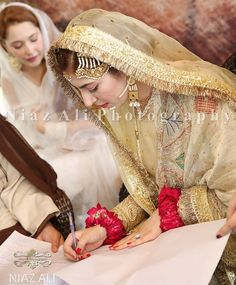 Pakistani Bridal Makeup, Bridal Mehndi Dresses, Nikkah Dress, Shadi Dresses, Bridal Dress Design, Pakistani Wedding Dresses, Simple Pakistani Dresses, Pakistani Fashion Casual, Pakistani Dress Design