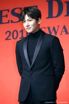 Ji Chang Wook on _Best Dresser Swan Awards_ 2016.12