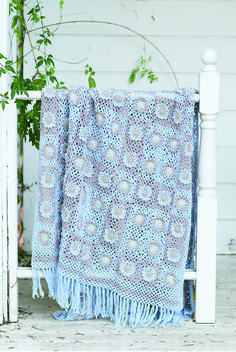 Create this light summer Backyard Throw from Interweave Crochet Summer 2017 using granny square motifs worked in the round and joined as you go. Use it in the backyard or for a fun picnic.