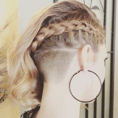 Braidy Buzz #undercut #napebuzz #girlswithshavedheads #hairporn  Thx @esquiresalonspa                                                                                                                                                                                 Más