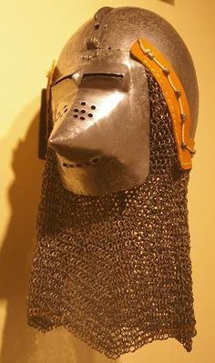 Bascinet, Higgins Armoury Museum, Worcester 1380-1410 ref_arm_1602 The skull and the visor don't belong to each other. The visor itself was formerly side-pivoting, later cut down and converted to klappvisor.