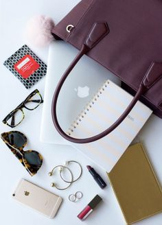 Check out this sweet Dagne Dover that Jackie Giardina is hosting! What's in my Work Bag wi Types Of Handbags, Large Handbags, Tote Handbags, Purses And Handbags, What In My Bag, What's In Your Bag, Notebook Apple, Uni Bag, Inside My Bag