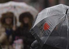 18. Februar 2014: Schwere #Regenfaelle und #Hochwasser sorgen in #Grossbritannien weiter für teils erhebliche Behinderungen. Vor allem im Süden #Englands müssen sich Reisende auf Probleme im Zug- und Autoverkehr einstellen. (Foto: Reuters)
