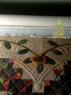 THE QUILTED PINEAPPLE: Sunflower Gatherings - Primitive Gatherings SBOW 2014 quilted by Linda
