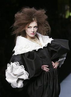 Dior Haute Couture Spring 2009 Collection: inspired by puritan of the century, the falling band, virago sleeve Cute Fashion, Look Fashion, Fashion Art, Fashion Beauty, High Fashion, Dior Haute Couture, Christian Dior Vintage, French Fashion Designers, British Style