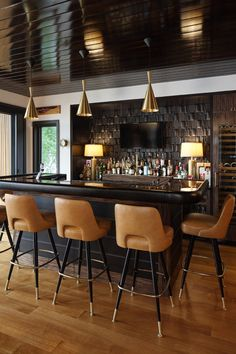 Meet the best modern cabinets for your bar or living room. Bar Chairs, Bar Stools, Modern Home Bar, Mid Century Bar, Home Bar Decor, Modern Cabinets, Vintage Bar, Work Inspiration, Bars For Home