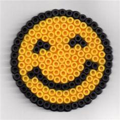 Smile van strijkkralen strijk kralen pinterest smileys smile and van - Modele perle a repasser facile ...
