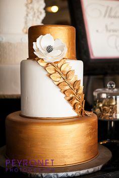 Gold Wedding Cake Creme de la Creme Cake Company White Magnolia Pewter and Gold Combination Metallic Wedding Cake Wedding Cake Pearls, Pretty Wedding Cakes, Pretty Cakes, Beautiful Cakes, Amazing Cakes, Metallic Cake, Metallic Wedding Cakes, Cake Design Inspiration, Dream Cake