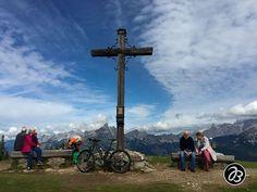 Gipfelkreuz am Roßbrand mit 360 Grad Panorama vom Dachstein bis zum Großglockner. - - - - - - - - - - - - - - - Serie:  Schönheit am Wegrand  Beauty along the way - - - - - - - - - - - - - - -  . . . . . . . . . . . . . .  #nature  #strobl #salzburg #art #artist #splashesofcolor #malerischelichtblicke  #wolfgangsee #wasser #blumen #schoenheit #schönheit #schönheitamwegrand #beauty #beautybythewayside #beautyalongtheway