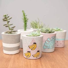 Concrete Crafts, Concrete Planters, Diy Planters, Painted Plant Pots, Painted Flower Pots, Beton Design, Cement Design, Succulent Pots, Rock Crafts