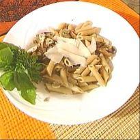 Whole Wheat Pasta in Mushroom Sauce Recipe - Chef Ritu Dalmia cooks a delicious whole wheat pasta with mushrooms and white wine. Indian Veg Recipes, Vegetarian Recipes, Healthy Recipes, Mushroom Pasta, Mushroom Sauce, Whole Wheat Pasta, Yum Food, White Wine, Pasta Recipes