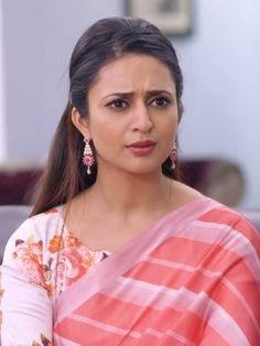 Divyanka Tripathi Saree, Yeh Hai Mohabbatein, Girls Gallery, Awkward, Sunnies, Sari, Faces, Actresses, Tv