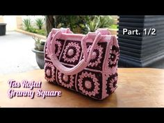 Tutorial Tas Rajut Granny Square    Crochet Bag    Part. 1 - YouTube Crochet Motif, Crochet Patterns, Crochet Slippers, Purses And Bags, Free Pattern, Shoulder Bag, Valentino, Knitting, Stitch