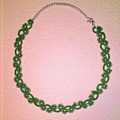 collana verde realizzata a chiacchierino ad ago.