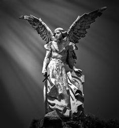 Es el angel exterminador que se encuentra en el cementerio de Comillas, en Santander