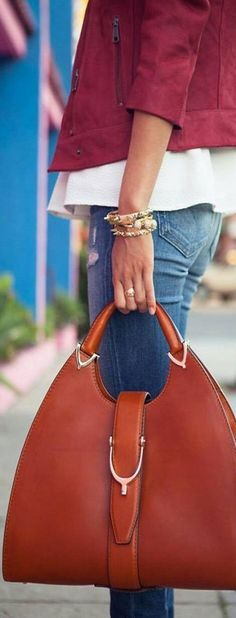 he Small Saddle Bag in Grainy Leather and Bonded Suede, The Saddle Bag in grainy leather bonded to a suede lining in a contrasting colour. With utilitarian details, fashion bags for modern girl
