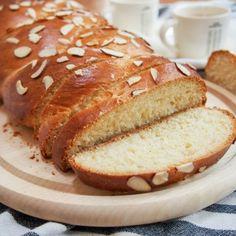 Easter Cookies, Easter Treats, Yeast Bread, Bread Baking, Greek Easter Bread, Yeast Starter, Sliced Almonds, How To Make Bread, Pain