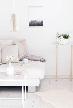 Meine kleine Designerecke #solebich #einrichtung #interior #wohnzimmer #livingroom #herbst #autumn #kissen #pillows #white #weiß #hay #traytable #beistelltisch (Foto: WIESOeigentlichnicht)