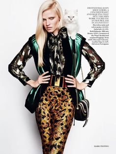 The Brits always love haute hippie print mixing, and Fall 2015 fashion is no exception. Top model Lara Stone is styled by Lucinda Chambers in 'Power Up' a sexy, feline pattern mix inspired by nature and the plumage of exotic birds. Mario Testino is behind the lens for Vogue UK August 2015.  http://www.anneofcarversville.com/style-photos/2015/7/9/lara-stone-stars-in-power-up-by-mario-testino-for-vogue-uk-a.html
