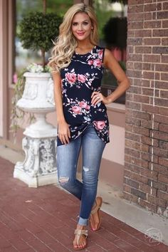 The Such A Vision Floral Sleeveless Top has the makings to be a big hit! Soft, stretch knit with a floral print a rounded neckline, sleeveless, and a relaxed,long bodice with a cute tying accent at the side If you run between sizes and are not sur Chic Summer Outfits, Casual Outfits, Spring Outfits Women Over 30, Comfortable Summer Outfits, Outfit Summer, Mode Outfits, Fashion Outfits, Womens Fashion, Fashion 2018