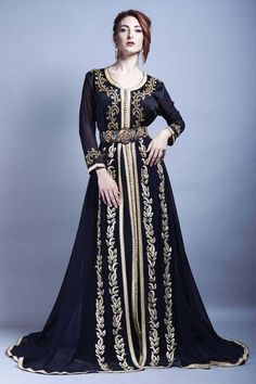 Image about caftan in Marokko by Ibbi on We Heart It Islamic Fashion, Muslim Fashion, Modest Fashion, Hijab Fashion, Morrocan Dress, Moroccan Caftan, Style Oriental, Oriental Fashion, Habits Musulmans