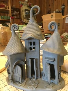 Good Absolutely Free slab Ceramics beautiful Popular Related image tapezieren Hand Built Pottery, Slab Pottery, Ceramic Pottery, Pottery Art, Clay Houses, Ceramic Houses, Ceramic Clay, Ceramics Projects, Clay Projects