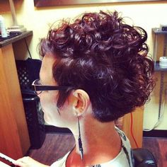 Trendy Short Curly Pixie Hairstyles for 2017 - Styles Art Cute Short Curly Hairstyles, Short Curly Pixie, Short Curls, Short Hair Cuts, Curly Hair Styles, Natural Hair Styles, Curly Mohawk, Curly Bob, Curly Faux Hawk
