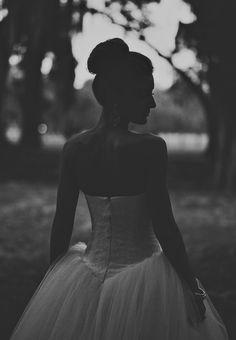 Savannah Georgia Wedding Photographer / Ariel Renae / destination wedding / princess bridal gown / top knot bun / elegant hair