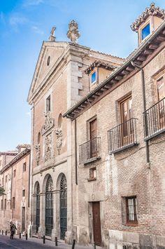 Convento de la Orden de Trinitarian en la vecindad Huertas de Madrid - Lugar del entierro de Miguel de Cervantes.