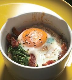 baked eggs with spinach and bacon
