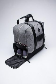 global-elite:  This is genius. Weekender Duffle Bag.