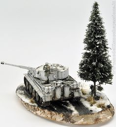 Winter diorama with the Josè Luis Lopez Ruiz's Tiger I in scale Military Figures, Military Art, Plastic Art, Plastic Models, Tiger Tank, Model Tanks, Ardennes, Military Modelling, Toy Soldiers