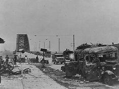 De Waalbrug bij Nijmegen na de gevechten [Operatie Market Garden]