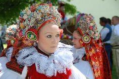 Vlčnov, Czech Republic (not verified) Bohemian Girls, Bohemian Art, International Style, Clothing And Textile, Beautiful Costumes, The Beautiful Country, European Countries, Folk Costume, Historical Costume