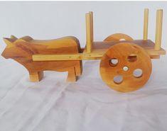 Compre Carro de boi de madeira no Elo7 por R$ 45,00 | Encontre mais produtos de Decoração parcelando em até 12 vezes | Carro de boi confeccionado artezanalmente em madeira ,cor natural e designer diferenciado . Uma peça linda de decoraçao para diversos ambientes., C6B1F6 Woodworking Projects For Kids, Diy Woodworking, Wood Projects, Metal Toys, Wood Toys, Wooden Toys For Toddlers, Wooden Car, Wooden Crafts, Handmade Toys