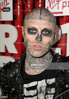 Getting a tattoo can be a daunting feat, and many people often take years deciding if they should get one. Once they are ready, the next and very important step is getting the right artist to give … Tattoos For Guys, Cool Tattoos, Tattooed Guys, Rick Genest, Retro Tattoos, Celebs, Celebrities, Lady Gaga, Dark Side