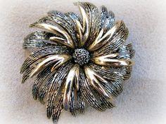 ART Chrysanthemm broche de flor