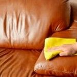 Come eliminare le macchie da tessuti in pelle