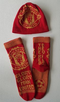 Man United, Crochet Doilies, Manchester United, Knitting Patterns, Diy And Crafts, The Unit, Knitting Machine, How To Make, Knit Patterns
