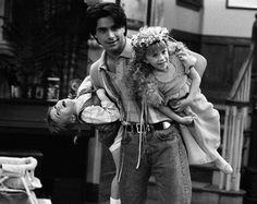 Full House - John Stamos, Ashley Olsen and Mary Kate Olsen - Behind the Scenes: Season 5 Episode 'The Devil Made Me Do It'. Tio Jesse, Uncle Jesse, Full House Tv Show, Full House Cast, Black And White Picture Wall, Black And White Pictures, Full House Funny, Full House Quotes, Thats 70 Show