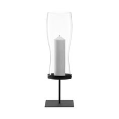 Create an enchanting environment to relax and unwind with this Pedestal Hurricane from Leonardo. This eye-catching candle holder is perfect for positioning in the garden, on the patio during a summe