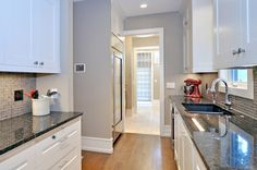 Picking the Baseboard Styles & Moldings for Home Interiors White Baseboards, Modern Baseboards, Baseboard Styles, Baseboard Ideas, Baseboard Molding, Moldings, Best Bathroom Designs, Contemporary Kitchen Design, Contemporary Style
