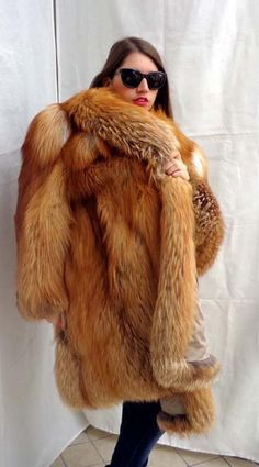 I just love fur: Photo Fox Fur Coat, Fur Coats, Fur Fashion, Womens Fashion, Fabulous Fox, Fur Clothing, Fur Wrap, Great Women, Red Fox