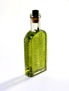 Nitrous Green Dragon The Chemistry of Nitrous-Powered, Pot-Infused Liquor How one New York bartender fused alcohol and marijuana forever Vodka Recipes, Alcohol Recipes, Infused Vodka, Green Dragon, Medical Cannabis, Alcoholic Drinks, Cocktails, Vodka Bottle, Cocktail