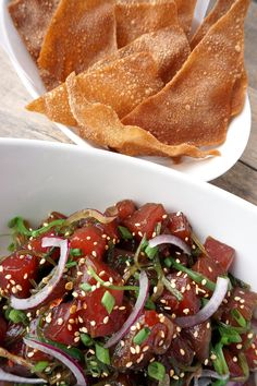 Ahi tuna poke bowl with wonton chips Fish Recipes, Seafood Recipes, Cooking Recipes, Fresh Tuna Recipes, Cooking Food, Ahi Tuna Poke, Raw Tuna, Seafood Dishes, Cravings