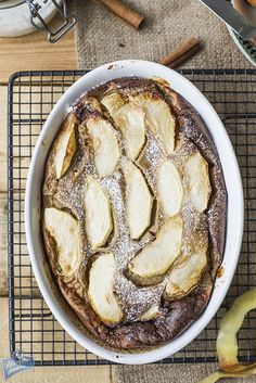 Pieczony naleśnik z jabłkami i cynamonem
