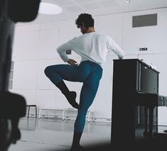 Dancing aesthetic male hip hop 66 best ideas - Fitness and Exercises, Outdoor Sport and Winter Sport Dancers Body, Male Ballet Dancers, Mens Leotard, Connie Springer, Ballet Boys, Human Poses, Mens Tights, Dance Tips, Dance Academy