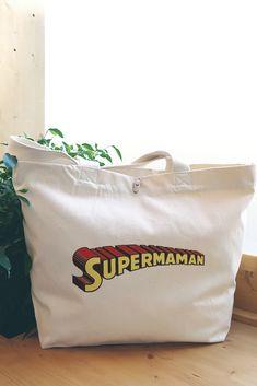 """Sac cabas en coton bio """"Super Maman"""". Une idée cadeau super cool pour sa maman chérie ! Violet Rouge, Super Heroine, Coton Biologique, Paper Shopping Bag, Mom Presents, Cotton Canvas, Super Mom, Trend Accessories, Tote Purse"""