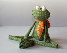 Green Polka Dot Frog stuffed toy por andreavida en Etsy